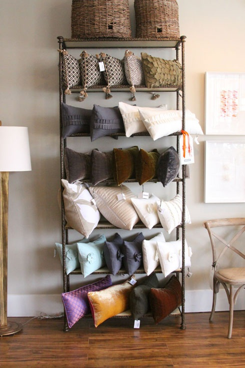 pillow display- larger \u0026 probably not so portable & 93 best Cushion Display Ideas images on Pinterest | Display ideas ... pillowsntoast.com