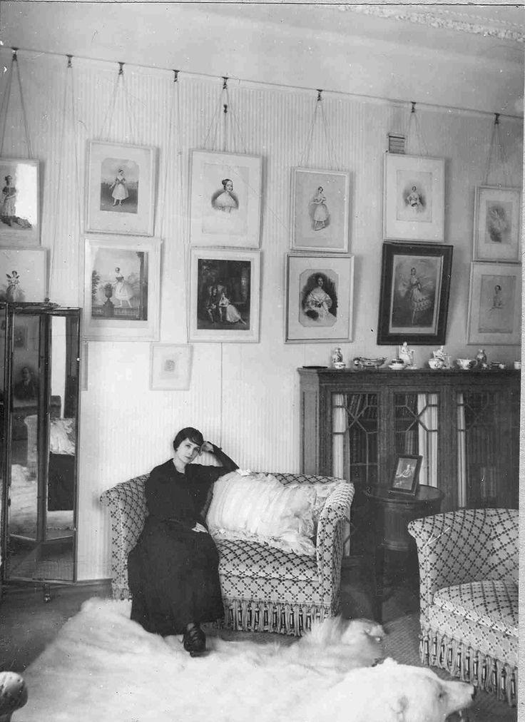 "natasha-from-russia: "" Сabinet of the Solovieva's apartment, Saint Petersburg http://www.livejournal.com/magazine/160943.html """