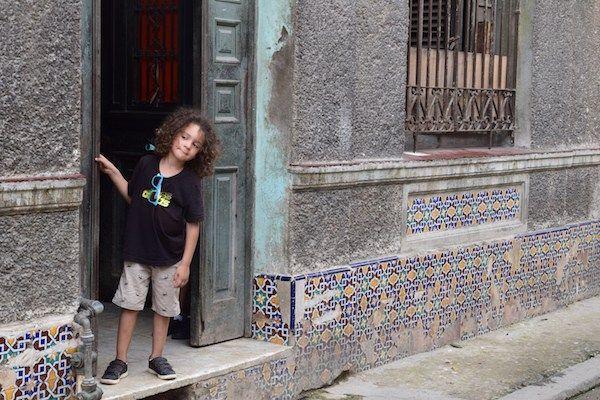 Lieu de passage obligatoire pour des vacances à Cuba, la capitale est un musée à ciel ouvert. Partez à la découverte de la Havane en famille.