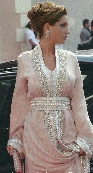nice closeup of Lalla Soukaina's takchita she wore for the wedding of Prince Albert and Princess Charlotte's in Monaco.