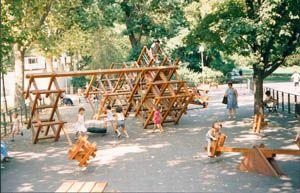 aires de jeux au design contemporain, en bois pour parcs