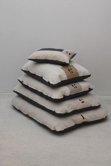 Coussins de sol en lin  en vente sur le site  www.espritdeluna-eshop.com