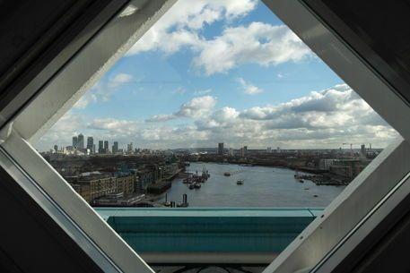 'View through a window from the London bridge on a nice winter day' von stephiii bei artflakes.com als Poster oder Kunstdruck $15.68