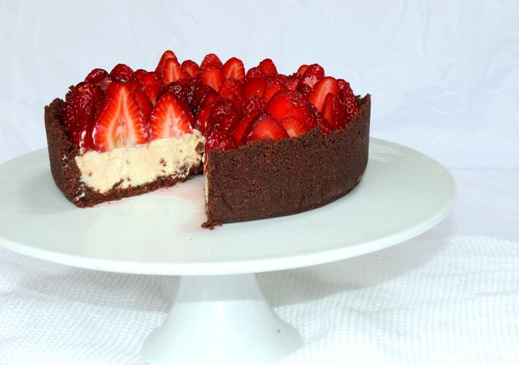 White chocolate cheesecake with fresh berries