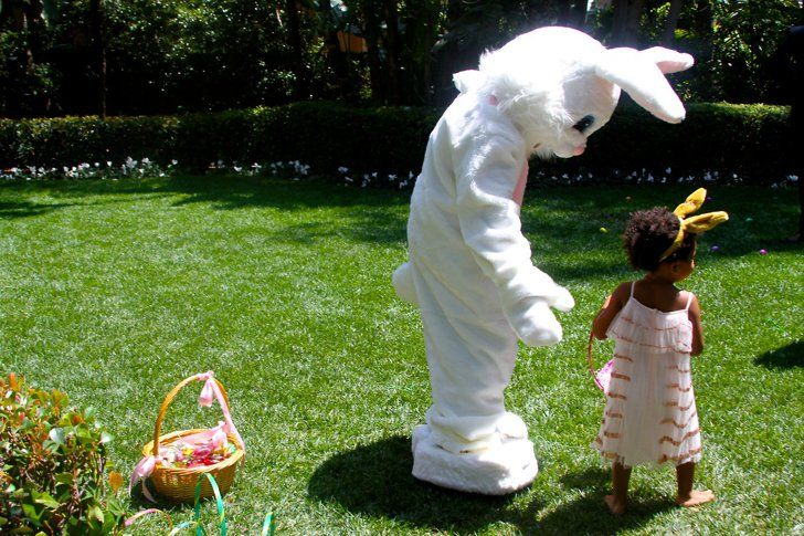 Pin for Later: 22 Times We Saw the Back of Blue Ivy's Head This Year Of course, she hung out with the Easter bunny.