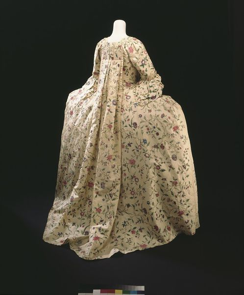 Sack back gown Place of origin: London, England (made) China (silk, woven) Date: 1760-1765 Materials and Techniques: Chinese painted silk, hand-sewn with silk thread, the gown and petticoat trimmed with woven silk net and silk bobbin lace, and two later decorations trimmed with 19th century green silk ribbon Museum number: T.593:1 to 5-1999   V&A