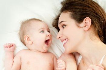 Niemowlę u logopedy – jak rozwijać mowę dziecka?
