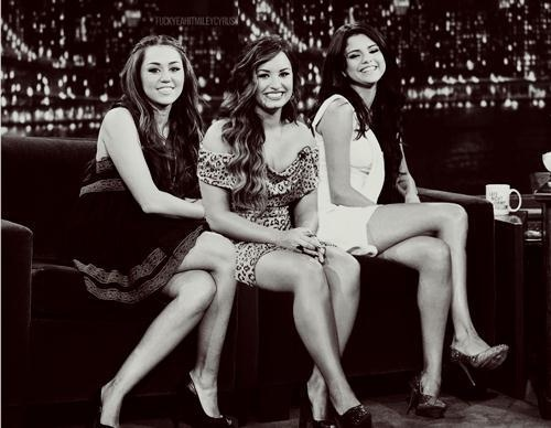 Demi Lovato And Selena Gomez And Miley Cyrus | demi lovato, miley cyrus, selena gomez - inspiring picture on Favim ...