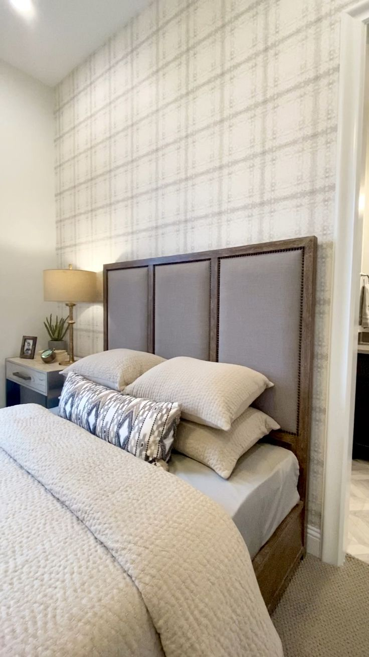 Watch Neutral bedroom decor with plaid wallpaper accent