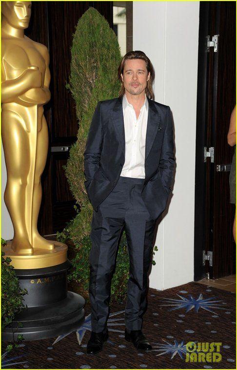 Пока Джоли дома: Питт одел детей в строгие костюмы на премьеру Несломленного