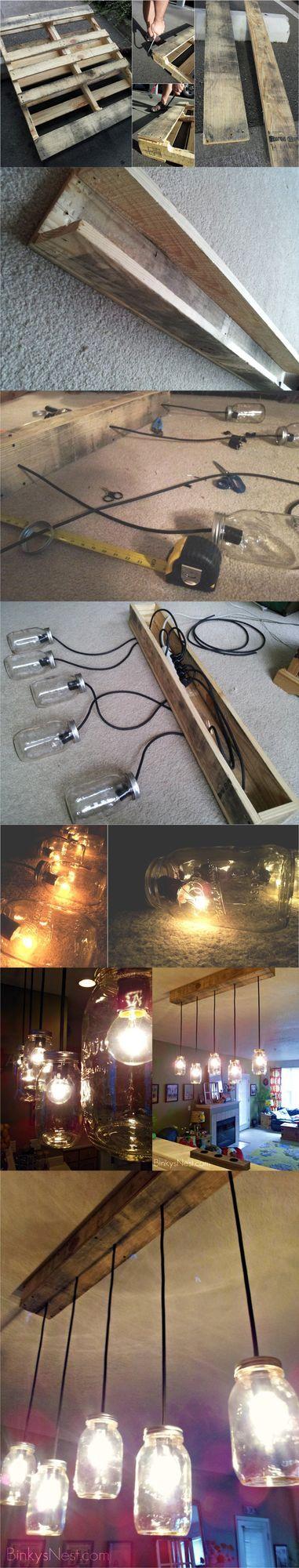Lámpara con tarros y base de palé – DIY Mason Jar & Rustic Pallet Light Fixture Interesante proyecto que hemos visto en twenty8divine para crear una lámpara. Después de desmontar un palé utilizan algu