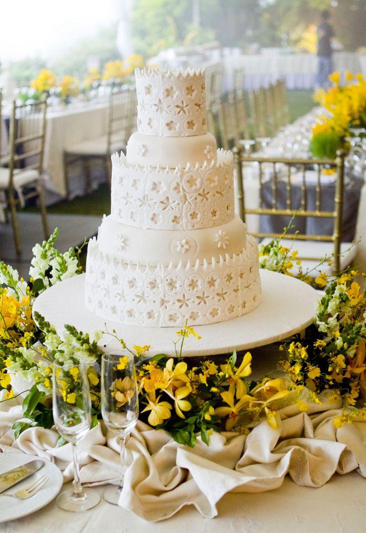 Indonésia *****No país asiático um bolo em diversas camadas é a preferência para os casamentos e acredita-se que as camadas são uma escada que fará o casamento progredir
