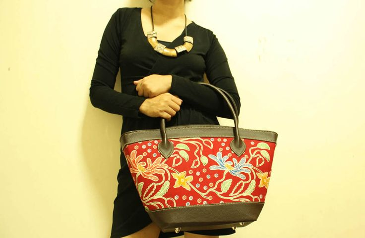 Puspa Top Handle Bag with Floral Sketch & Vinyl Handle.  Available at djokdjabatik.com