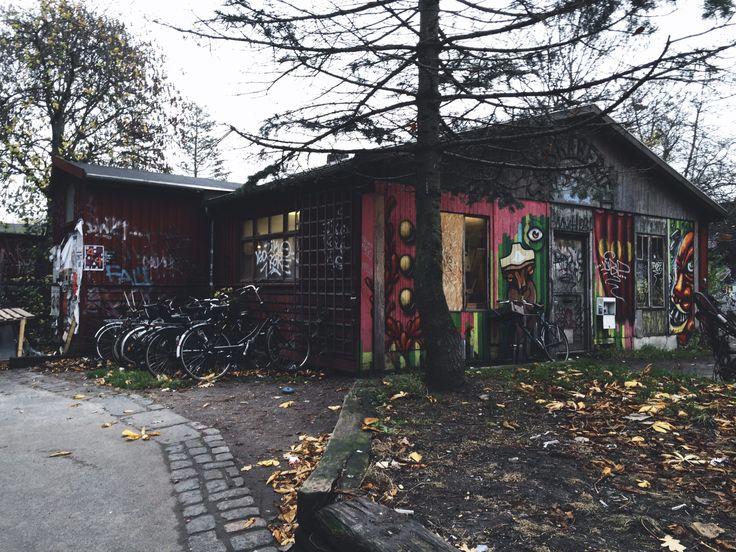 Fly me Away: Voamos até Copenhaga!  #Fly #me #Away: #Voamos até #Copenhaga | #Uma #cidade #cosmopolita #renovado #encantador #contosdefadas #TrendyNotes #capital da #Dinamarca: #Copenhaga #bairro de #Christiania #bairro #alternativo da #cidade