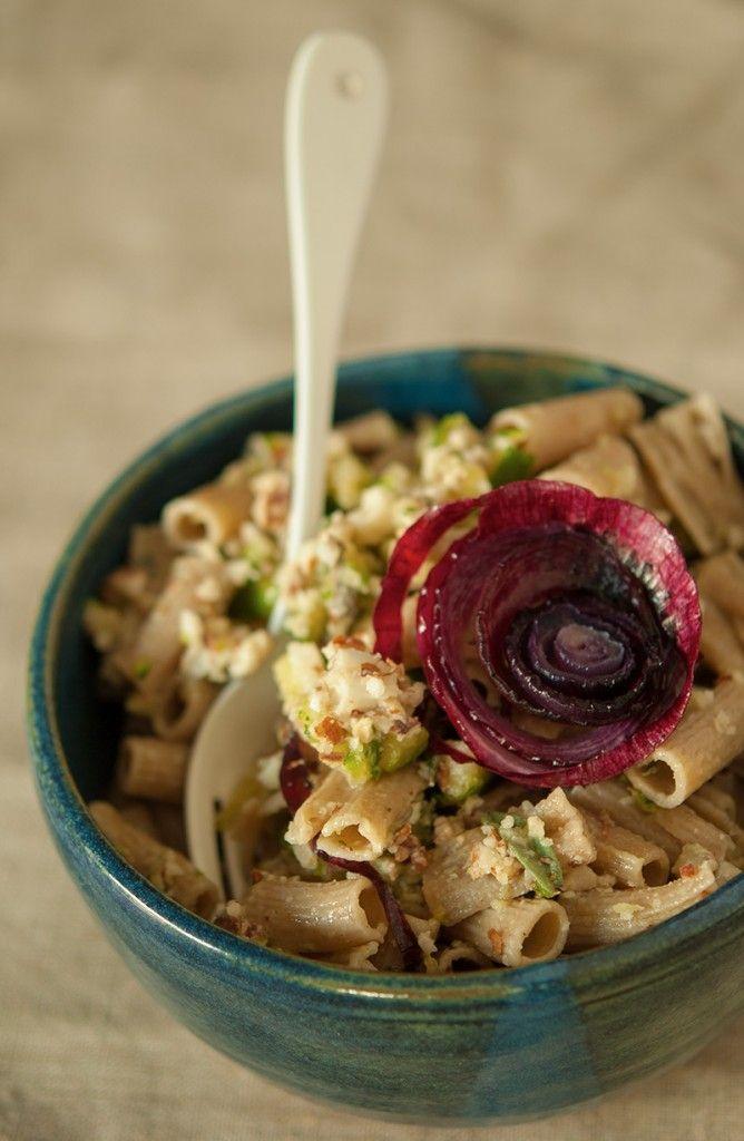 » Pâtes à la gremolata amande-courgette et aux oignons rôtis | Clea cuisine