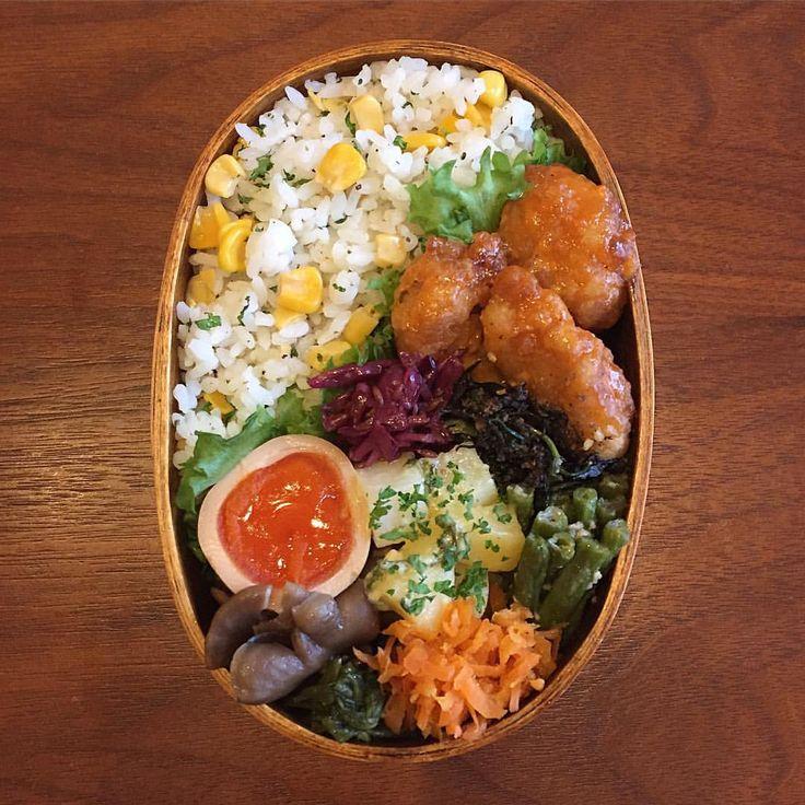 今日のお弁当 *. コーンとパセリの混ぜご飯おべんでおはようございます♡ 唐揚げは怪味ソースで和えてみました✨ 昨晩、仙台のかわいこちゃんからプレゼントにと小鹿田焼のお皿と壺が届き、はたまた最近忙しくてなかなか会えない神奈川のかわいこちゃんからはお土産詰め合わせあれこれが届き、嬉しすぎて1人で発狂してました✨ あきちゃん、おフミ♡ラブと幸せありがとー そんな幸せの余韻に浸りながらやってきたよ木曜日!! 今日も美味しいご飯食べながらにんまりして元気いっぱい、笑顔いっぱいで頑張りましょーねん♥️✌️