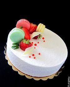 Una torta per un'occasione speciale, il mio quarto anniversario di matrimonio!   Il gusto è molto fresco, ci sono yogurt, fragole, limone, ...