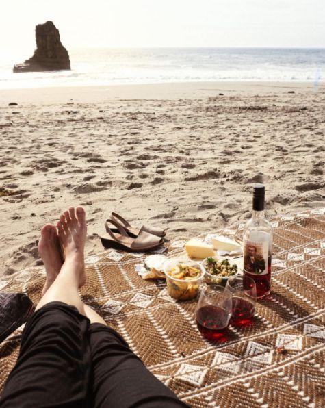 Sunday picnic with Bonny Doon Vineyard #Ciliegiolo Rosé, snacks from New Leaf Market and some January sunshine. We are happy girls! Repost: @bottlethirst ☀️️ #picnic #beach #winos #winegeeks #weekendvibes #bonnydoonvineyard