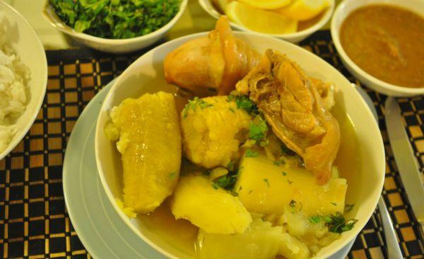 El Sancocho de Gallina o Sancocho Valluno es uno de los platos más emblemáticos de la gastronomía del Valle del Cauca, y también de la cocina colombiana