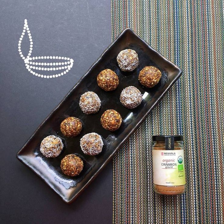 Happy Diwali to all our Hindu friends! ❤ We're marking Deepavali with these super easy Cinnamon-scented Almond, Pistachio and Coconut ladoo, made with just a handful of ingredients: nuts, prunes/dates, cinnamon and a pinch of Himalayan pink salt! Full recipe up on http://ift.tt/1wrsYLX #mekhalaliving #diwali #deepavali #ladoo #laddu (view on Instagram http://ift.tt/2eWUxYf)
