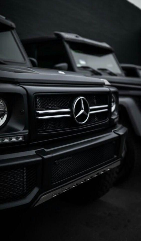 Wunderschöne Vorderansicht der Mercedes-Benz G-Serie, bereit für eine Kreuzfah…