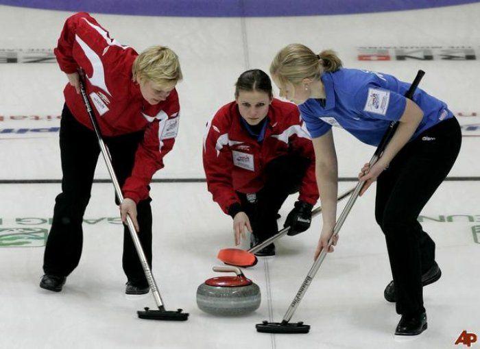 Una pietra, delle scope e molto ghiaccio: ecco a voi il #curling