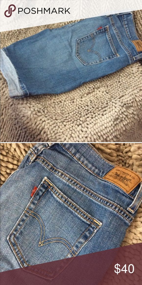 LEVIS Bermuda Shorts! Perfect condition, stretch fit, size 12/32 Levi's Shorts Bermudas
