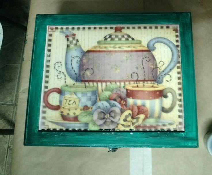 Caja grande  para bolsas de té , cerámica, acrílico y madera.