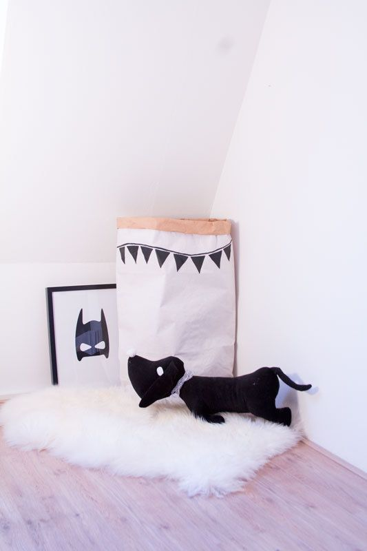 How cute is this corner! | storage bag |  www.glorioussweets.com