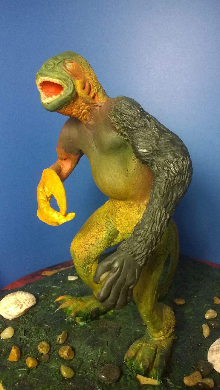 Figura creada de la imaginación de un grupo de niños al idear un animal mitico con partes de varios: pez, mano de gorila, mano de cangrejo, patas de dinosaurio y torso de sebastian