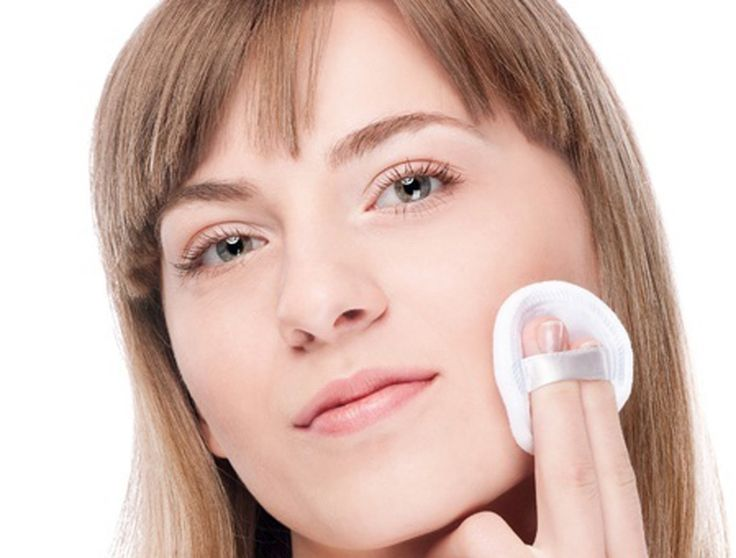 Treatment of Dry Skin Patches under the Eyes