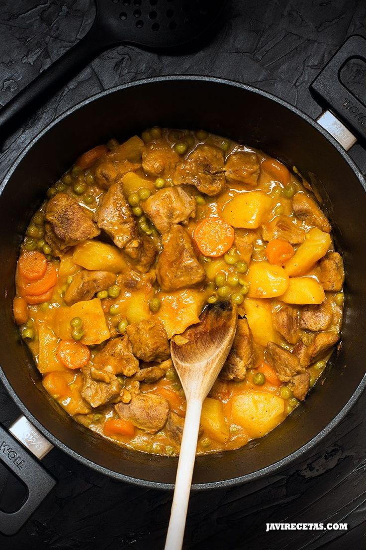 Si no tienes plan de comida para hoy aún estás a tiempo de preparar esta #receta de carne con patatas!!!