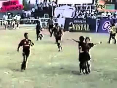 FOOTBALL -  Lionel Messi vidéo très rare   YouTube - http://lefootball.fr/lionel-messi-video-tres-rare-youtube/
