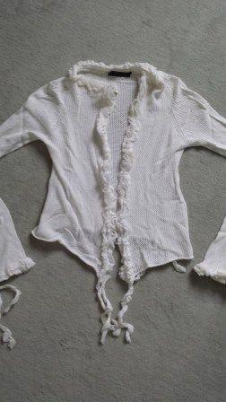 Hip vestje van Twin-Set by Simona Barbieri Kleur wit met ruches Maat M Zga nieuw Prijs € 35,-  vintageconfectie@hotmail.com