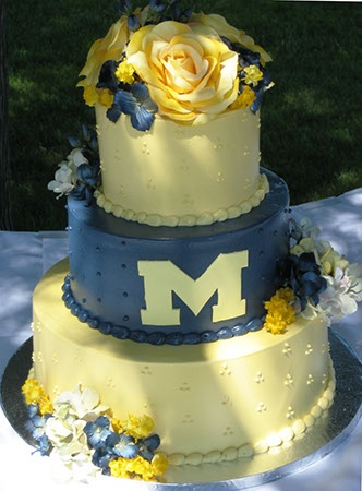 the wedding cake for the Michigan fans... dont think i would actually do this but it would be fun:)