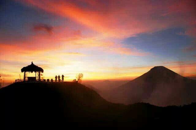 Golden Sunrise, Sikunir, Dieng, Wonosobo, Indonesia