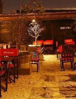 Bar con Terraza Palermo Este bar cuenta con 2 amplios pisos: Planta baja Restaurant – Bar lounge – escenario Planta Alta Terraza cubierta y descubierta – bar  Cel WhatsApp: 153-111-1239