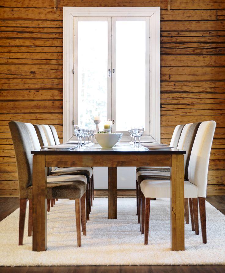 Koko perhe saman pöydän ääreen  Malli: Aurora ruokapöytä ja Contrast tuolit Vaihtoehdot: useita pöytäkokoja ja väri- sekä verhoiluvaihtoehtoja Jälleenmyyjä: Masku-liikkeet  #pohjanmaan #pohjanmaankaluste #käsintehty