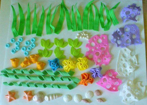 75 Stück unter Sea Life, von essbaren Fondant gemacht. Enthält Meer Gräser, Blasen, essbare Perlen, Muscheln, Sterne Fisch, Sand Dollar, Anemonen und Korallen. Stücke werden Lüster fest und leicht getrocknet. Macht eine tolle Dekoration Kit gepaart mit meinem NEMO 3D Figuren, gesondert aufgeführt. Längste Seegras misst ca. 7 Zoll. Ich kann dieses Kit in Ihre Farbauswahl nur Convo tun.