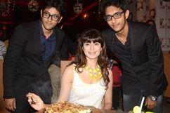 Actress Pooja Batra launch Yoko Sizzlers restaurant   http://movie.webindia123.com/movie/asp/event_gallery.asp?cat_id=2_id=0_no=5368