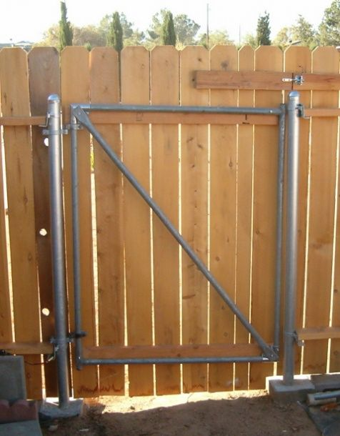 Wood Fence With Metal Post Gate 004a Jpg Handyman