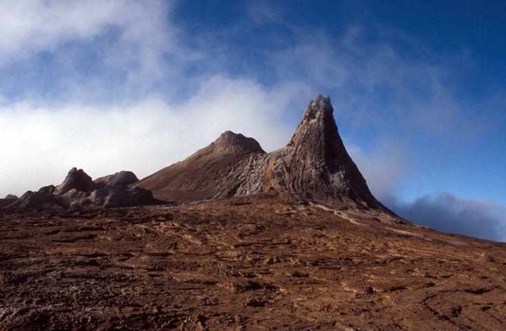 Ol Doinyo Lengai in the African Rift Valley | Ol Doinyo Lengai carbonatite volcano in the East African Rift Valley ...