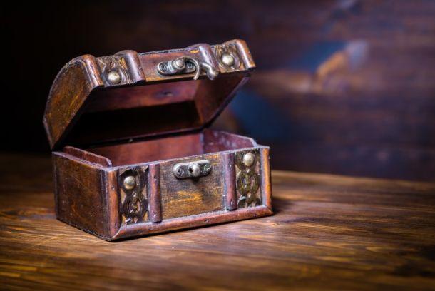Deşi poate părea prea simplă pentru a fi cu adevărat eficientă, această metodă poate fi soluţia pentru multe dintre problemele pe care le întâmpini în viaţa de zi cu zi. Ce este cutia lui Dumnezeu? Poate fi o puşculiţă, o cutie colorată sau un borcănel. Important nu este recipientul, ci conţinutul acestuia.  Ce trebuie să faci? Scrie o problemă care te preocupă pe o foaie.   #CeestecutialuiDumnezeu #cutialuidumnezeu