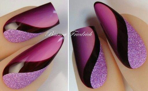 Ich bevorzuge eckige Spitzen den Sargnägeln oder dem Stiletto-Stil, aber dieses lila, schwarze