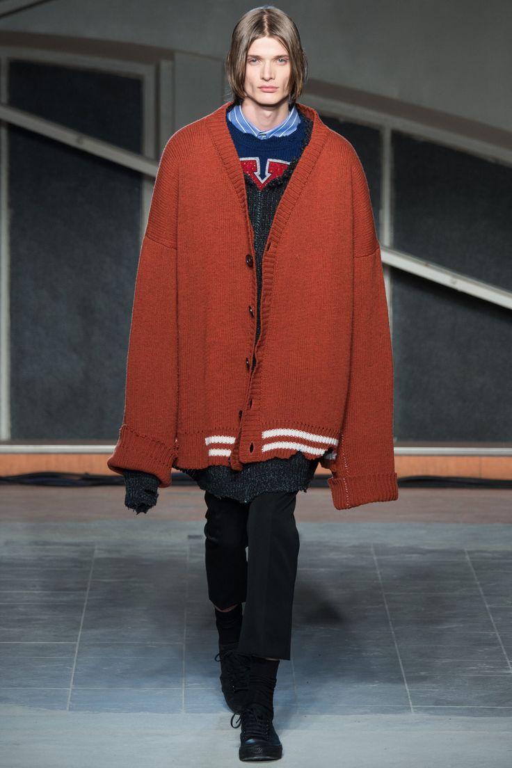 Raf Simons, Look #2 Fall Winter 2016 - Paris Man Fashion Week - Bxy Frey