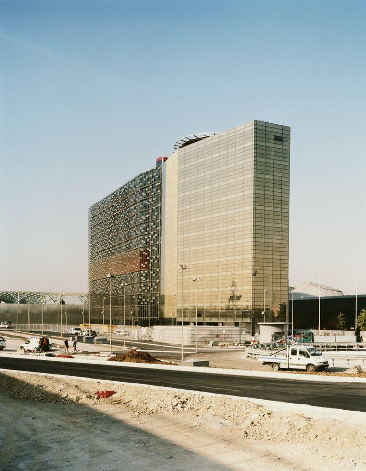 Tour Horizontale // Milan Architecture