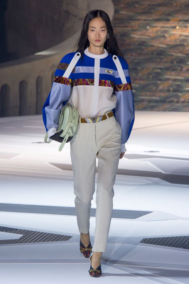 The complete Louis Vuitton Fall 2018 Ready-to-Wear fashion show now on Vogue Runway.