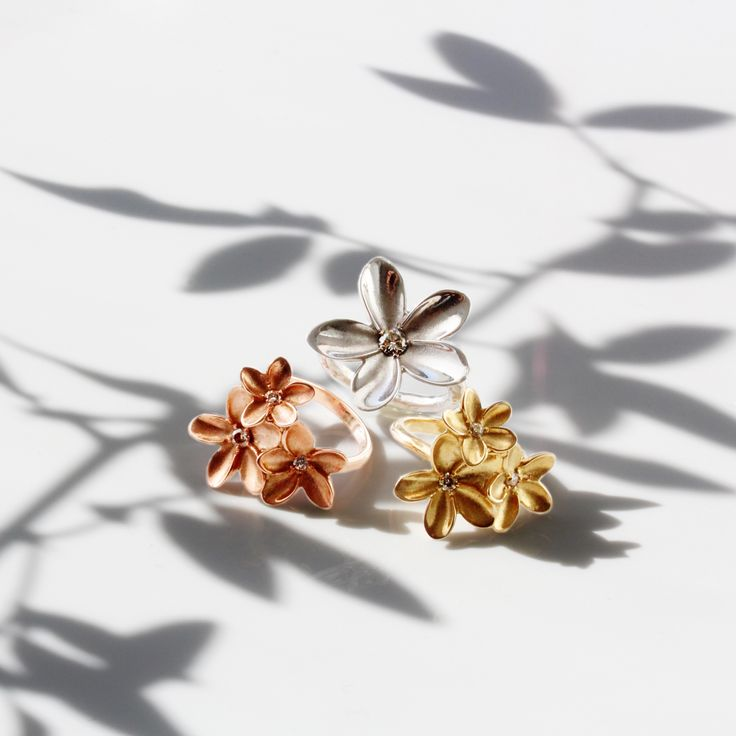 We love all things frangipani. There's something about them that even on the coldest winter day makes you think of sun, sand and tropical places. Shop www.freerangejewels.co.za  #customdesign #handmade #jewellery #capetown #southafrica