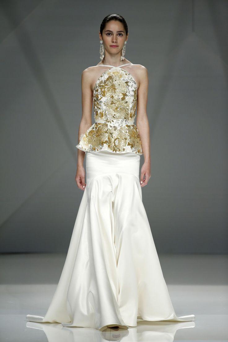 Vestido de novia dos piezas con estampado dorado. Diseño de Naeem Khan.