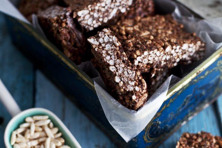 Cette recette est rapide et facile à faire. Sans gluten et nutritifs, ces carrés combinent plusieurs superaliments tels que le chia, le chanvre et la poudre de cacao. Ils font d'excellents desserts ou une collation d'après-midi pour petits et grands !